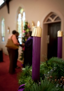 ADVENT CANDLE BURNS ON FIRST SUNDAY OF SEASON AT CHURCH IN VIRGINIA