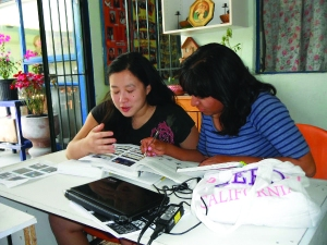 Lucy Y (at left) is one of a group of university teachers, Peace Corps volunteers, and U.S. and Mexican adults who come to El Puente weekly to tutor students.