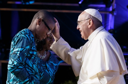 Pope Francis blesses family members who gave a testimony at the Festival of Families during the World Day of Families in Philadelphia Sept. 26. (CNS photo/Paul Haring)